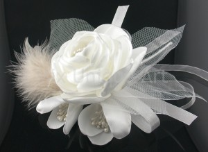 Bouquet Silk Flowers in white with feathers